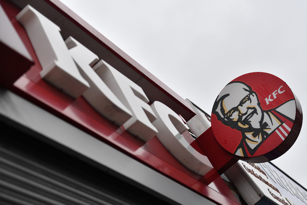 Two gang associates have been nabbed by New Zealand police after they were found trying to enter locked-down Auckland with a trunk full of KFC. — AFP pic