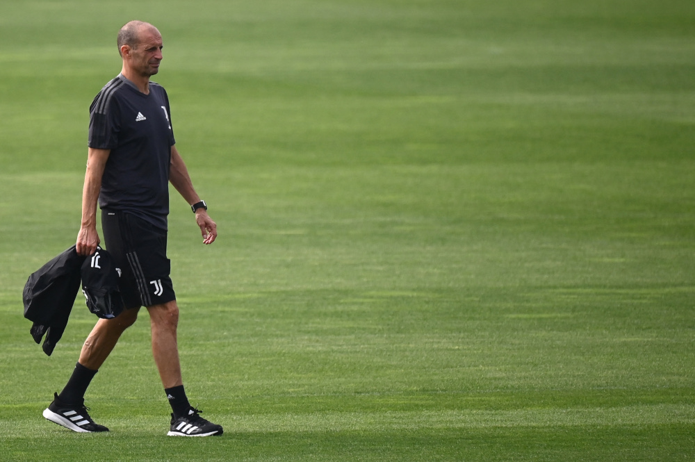Juventus' Italian coach Massimiliano Allegri attends a training session with teammates at the Juventus training centre in Turin, September 13, 2021. — AFP pic