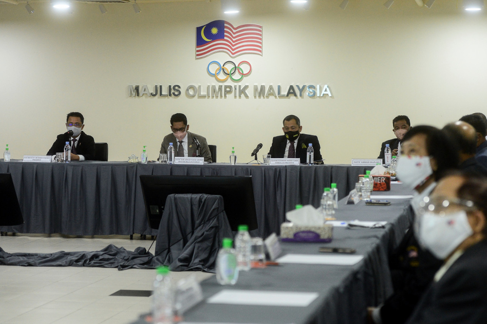 Youth and Sports Minister Datuk Seri Ahmad Faizal Azumu chairs his first meeting at Wisma Olimpik, September 14, 2021. Also present were OCM president Tan Sri Mohamad Norza Zakaria (left) and head of the country's contingent to the 2021 SEA Games in Vietnam Datuk Hamidin Mohd Amin. — Bernama pic