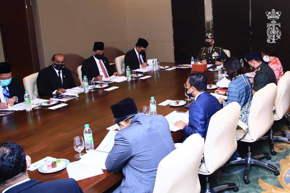The meeting, chaired by Tunku Mahkota Johor Tunku Ismail Sultan Ibrahim, was also attended by Johor Mentri Besar Datuk Hasni Mohammad, State Health and Environment Committee chairman R. Vidyananthan, State Health director Datuk Dr Aman Rabu as well as health and pandemic management experts. — Picture from Facebook/HRH Crown Prince of Johor