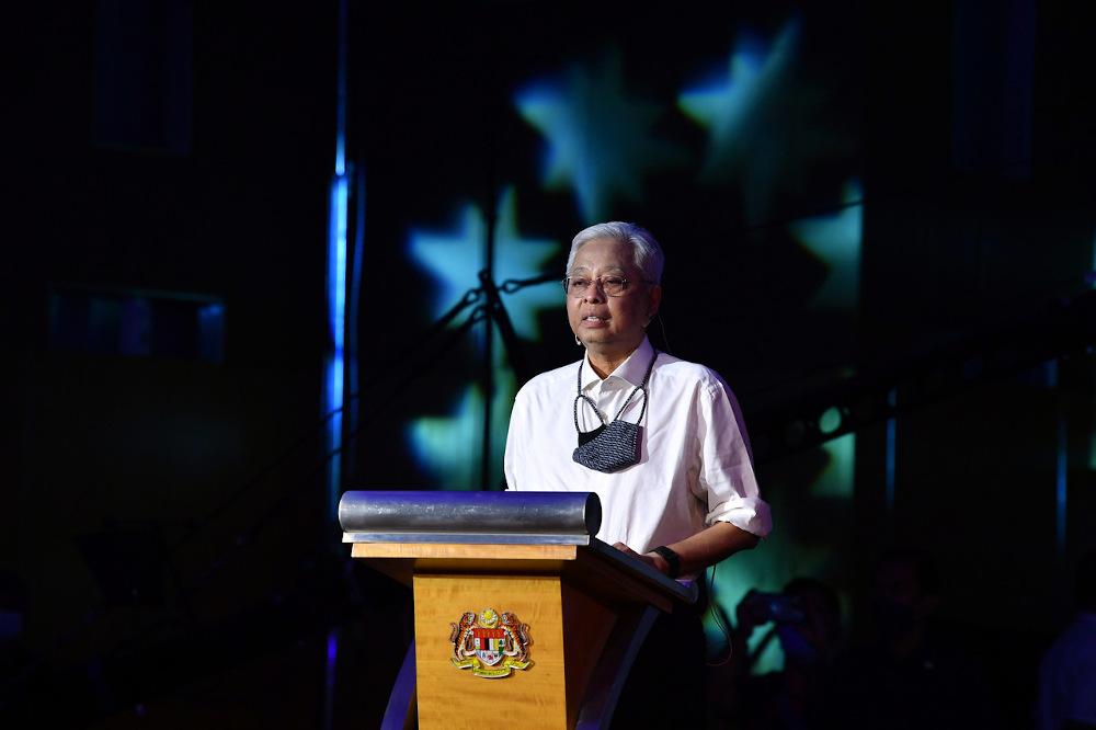 首相拿督斯里依斯迈沙布里雅各布于 2021 年 9 月 24 日在布城住房和地方政府部举行的马来西亚家庭 Ikram House 启动仪式上发表讲话。 — Bernama pic