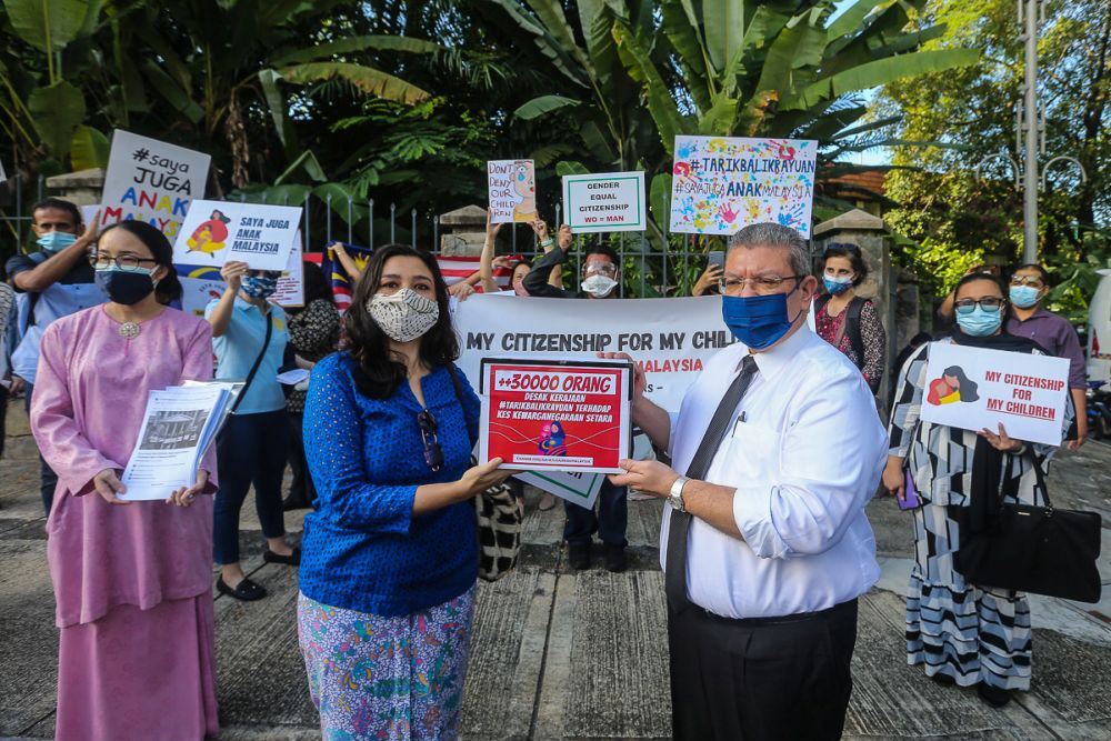 Family Frontiers president Suriani Kempe hands the #TarikBalikRayuan petition to Foreign Minister Datuk Saifuddin Abdullah outside the Parliament building in Kuala Lumpur September 23, 2021. — Picture by Yusof Mat Isa