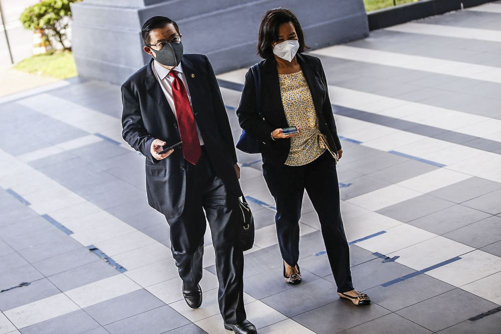 Former Penang chief minister Lim Guan Eng (left) and his wife Betty Chew Gek Cheng arrive at the Kuala Lumpur High Court September 23, 2021. — Picture by Hari Anggara