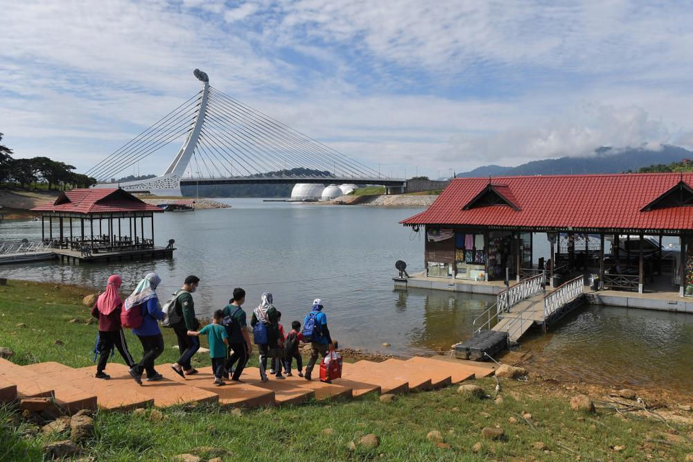 Visitors to Lake Kenyir in Terengganu at the Pengkalan Gawi jetty, September 23, 2021. — Bernama pic