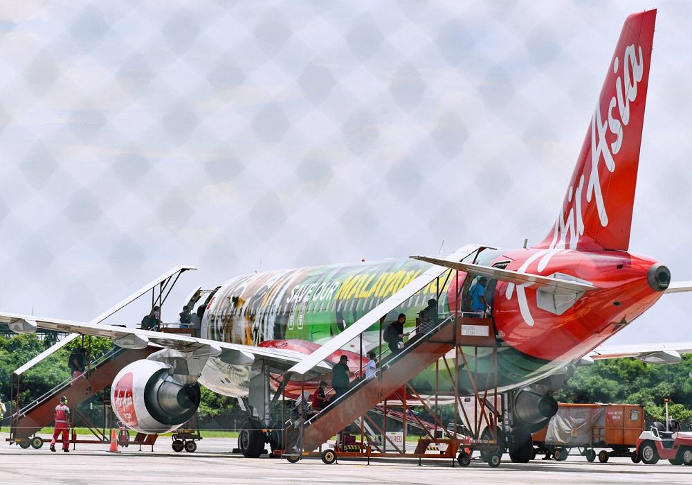 Passengers boarding the AirAsia flight to Langkawi at the Sultan Azlan Shah Airport in Ipoh September 17, 2021. ― Bernama pic