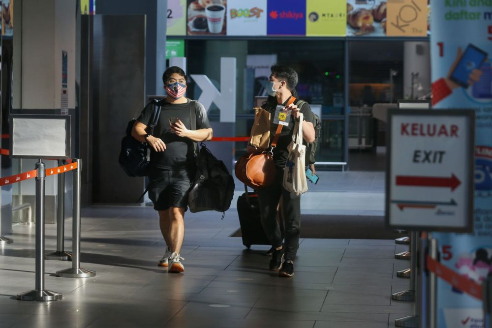 Travellers to Langkawi are pictured arriving at KLIA2, Sepang September 16, 2021. — Pictures by Ahmad Zamzahuri