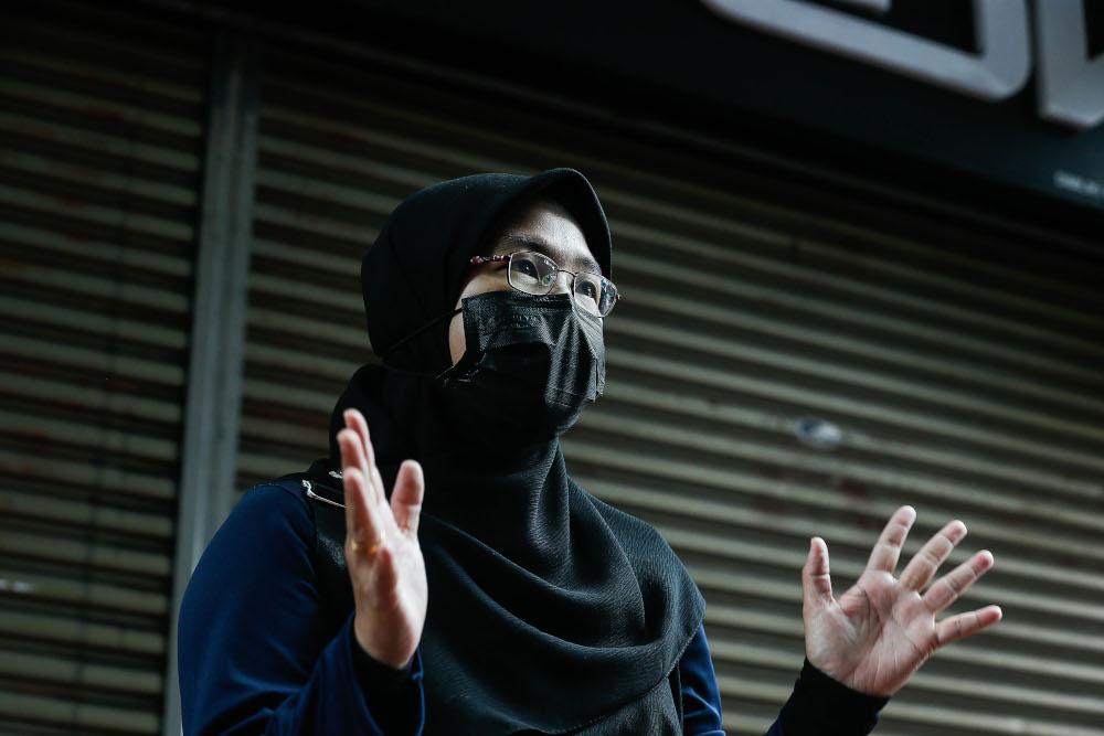 Siti Zubaidah Mohd Lani, 39, speaks to Malay Mail during an interview in Jalan Burma, Penang September 15, 2021. — Picture by Sayuti Zainudin