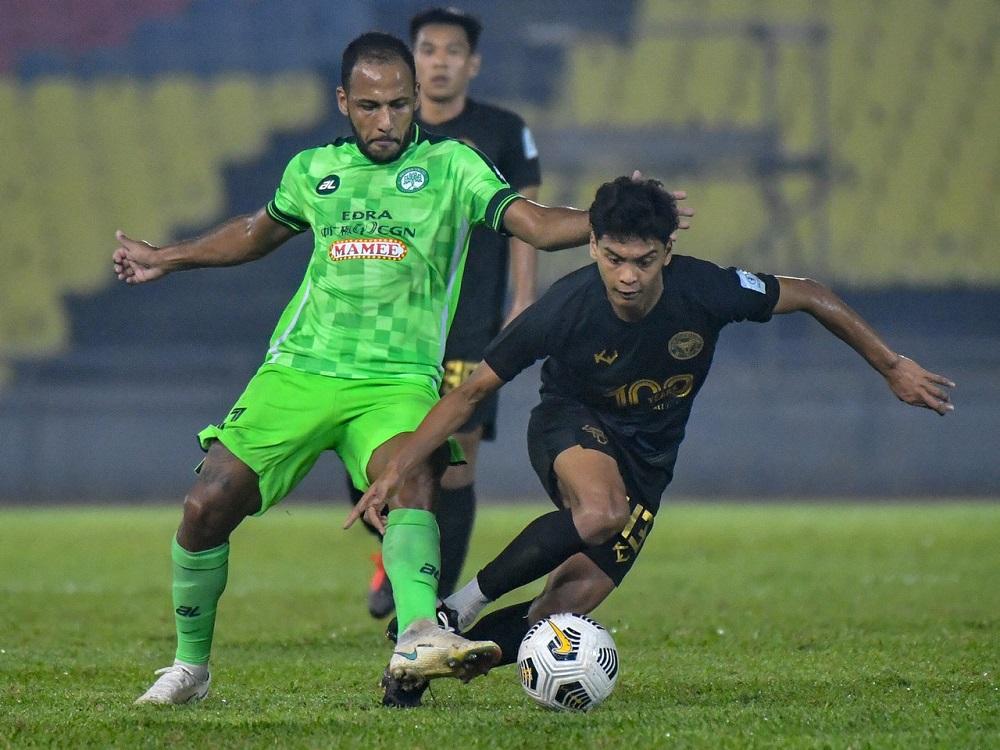 Melaka United FC's Adriano Aparecido Narcizo (left) in action with Perak FC's Muhamad Syahir Bashah during the Super League match at Stadium Hang Jebat in Krubong September 4, 2021. ― Bernama pic