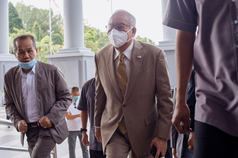 Datuk Seri Najib Razak arrives at the Kuala Lumpur High Court Sept 29, 2021. — Picture by Shafwan Zaidon