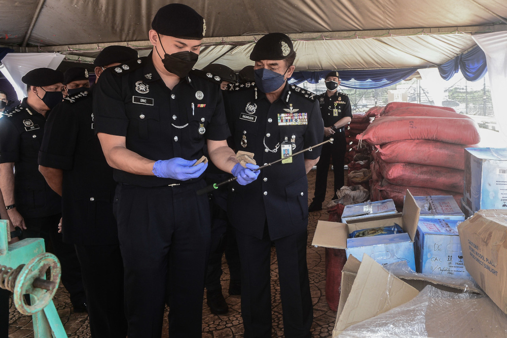 Bukit Aman Narcotics Crime Investigation Department director Datuk Razarudin Husain (2nd from right) with the seized items at the Serdang District Police Headquarters, September 20, 2021. — Bernama pic