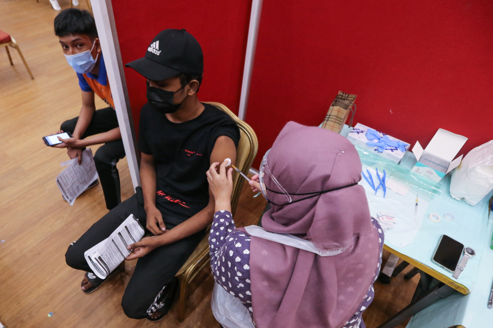 Form 4 and 5 students receive their first dose of the Covid-19 vaccine at MSU University in Shah Alam, September 22, 2021. — Picture by Ahmad Zamzahuri