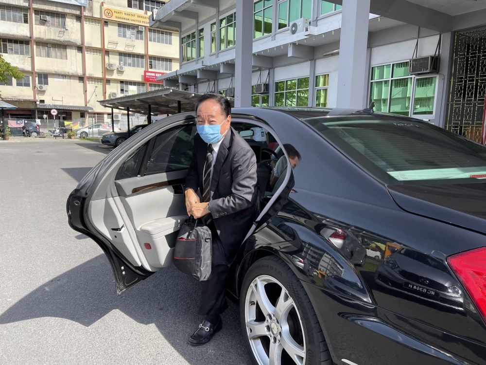 Datuk Seri Wong Soon Koh arrives at Sibu Court House for the trial. — Borneo Post pic