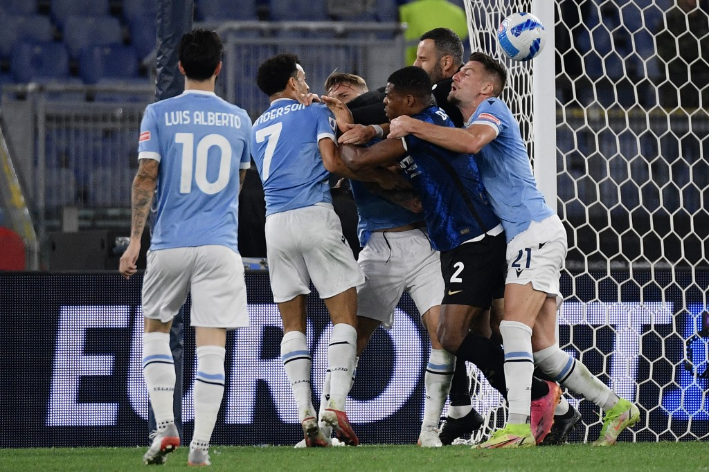 Lazio and Inter Milan players scuffle after the former's second goal. — AFP pic
