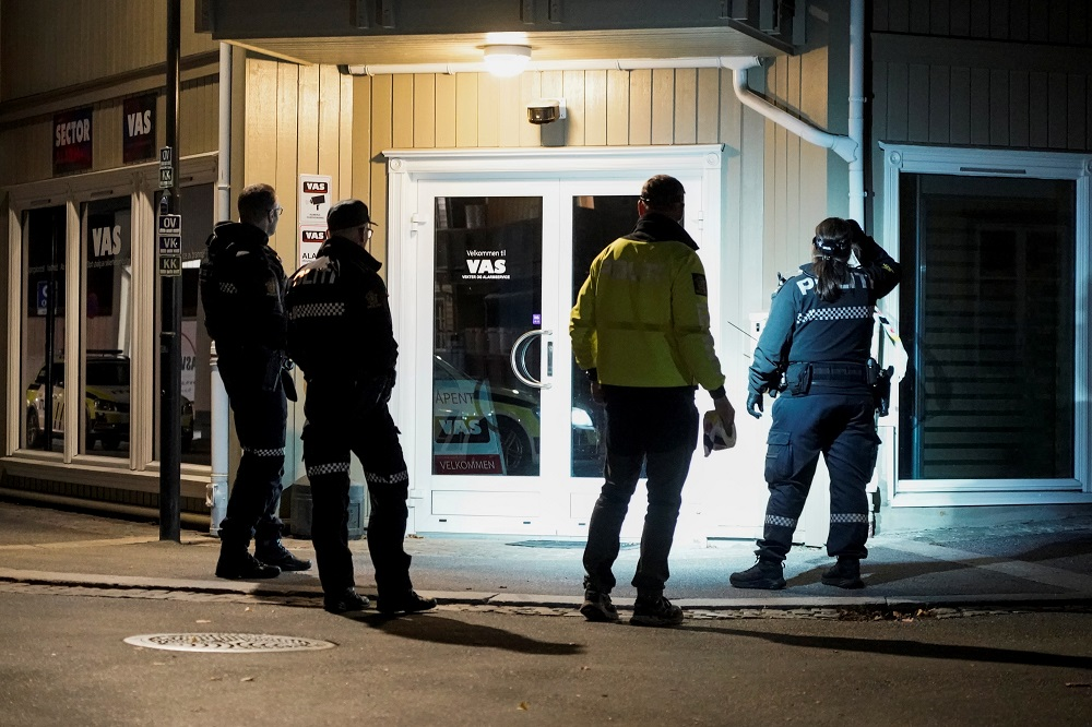 Police officers investigate after several people were killed and others were injured by a man using a bow and arrow to carry out attacks, in Kongsberg, Norway, October 13, 2021. ― Terje Pedersen/NTB/via via Reuters