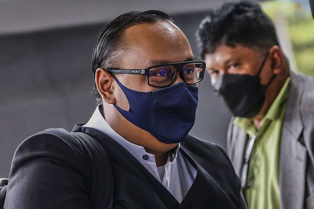 Lawyer Hamidi Mohd Noh arrives at the Kuala Lumpur High Court October 11, 2021. — Picture by Hari Anggara