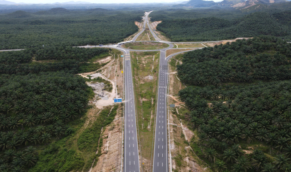 A bird's-eye view of the Central Spine Road heading to Bentong, Pahang, October 7, 2021. — Bernama pic
