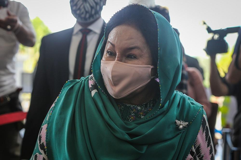 罗丝玛昨天向高庭入禀申请称,她必须马上前往新加坡,陪伴即将生产的女儿诺雅娜。-Yusof Mat Isa摄-