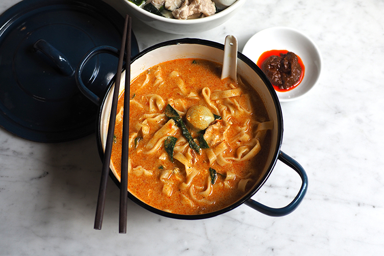 The spicy curry 'loh pan mee' is comforting with the slightly thick broth laced with that spicy curry.