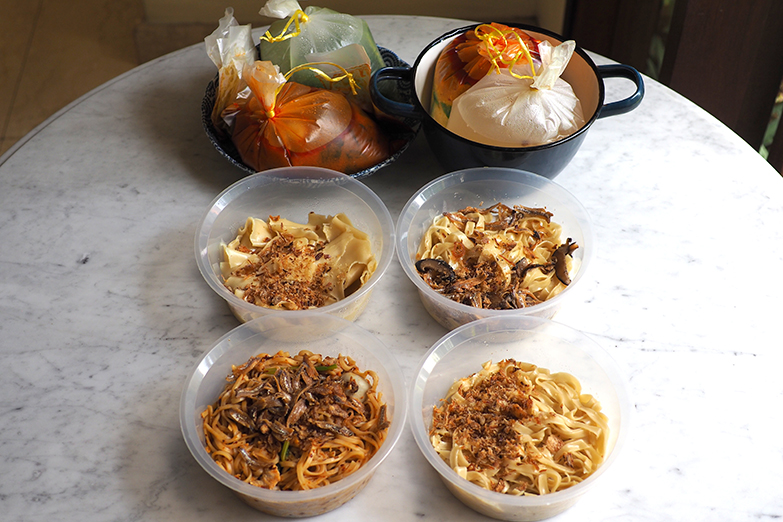 The takeaway is packed in bowls that you can easily eat on the go by pouring the hot broth over the noodles.