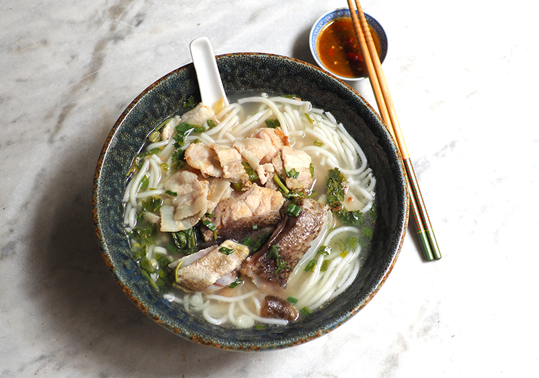 You can get also get clear soup noodles topped with pork belly slices and grouper fish head here.