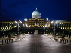 Pakatan Harapan's dream of taking over Putrajaya in the 14th General Election (GE14) is dissipating without the support of PAS voters. — file pic