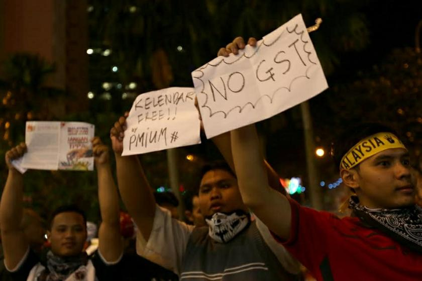 Protestors hold up placards denouncing the rise in prices, during a rally in Kuala Lumpur, 31 December 2013.