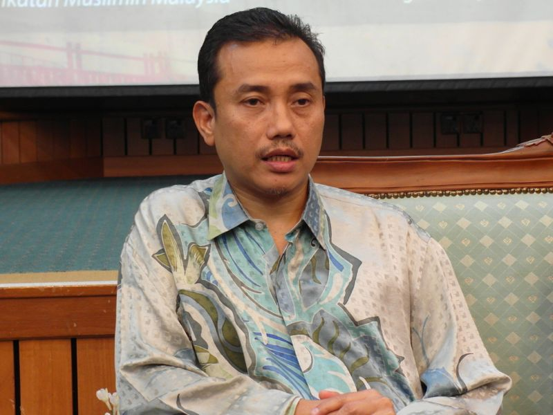 Isma deputy president Aminuddin Yahaya says that the free visa policy would trigger an influx of illegal immigrants to Malaysia as the country's enforcement laws on the matter were still weak. ― File pic
