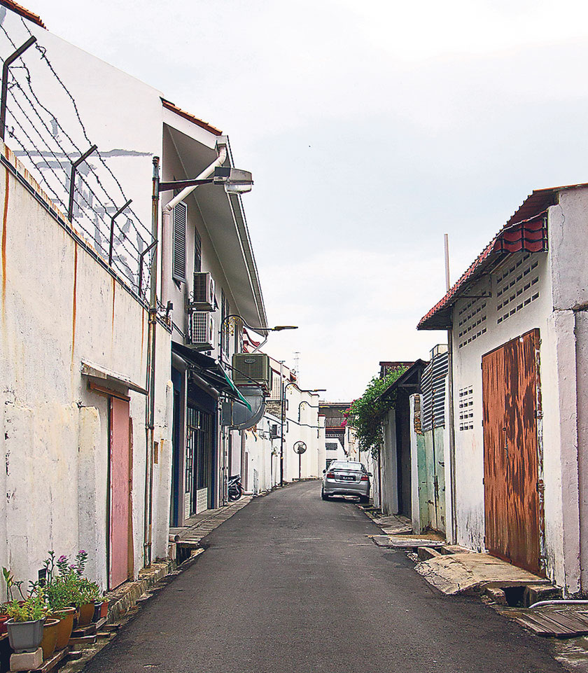 The back lane is in between the busy Jonker Street and the quieter Heeren Street