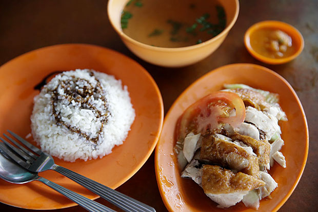 A Klang icon, Nasi Ayam Hiang Kee's chicken rice is aromatic and served with a juicy roast chicken and an appetising sauce made with chicken broth