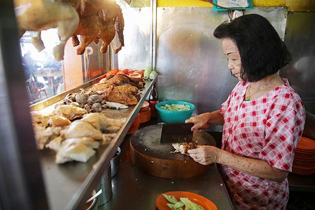 Next to the char kuey teow stall, you have this Klang icon, Nasi Ayam Hiang Kee