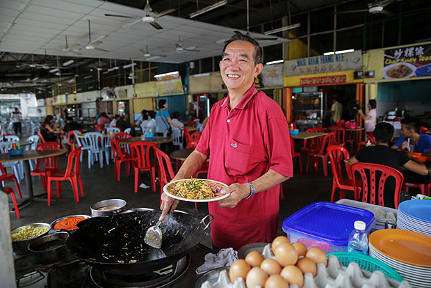Even though Eng Kim Soong is retired, occasionally he helps his daughter at her Klang stall