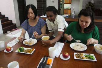 Mothers having their lunch at Bonda Villa which consists of brown rice, steamed chicken with Chinese wolfberry, green vegetables, herbal soup and an apple. – Photo by Saw Siow Feng
