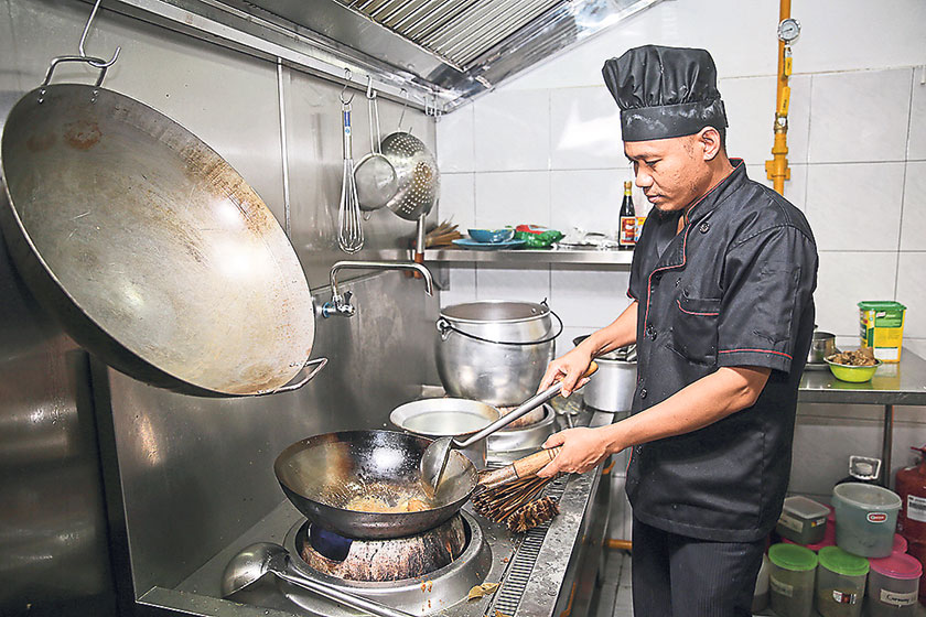 Authentic Hainanese fare is prepared with skillful hands by the experienced chefs