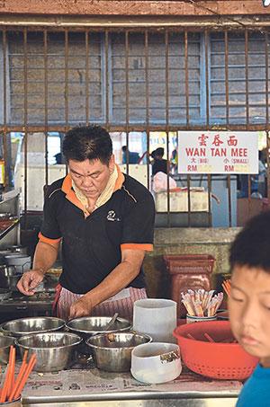 This man sells wan tan mee at Pokok Assam market for breakfast