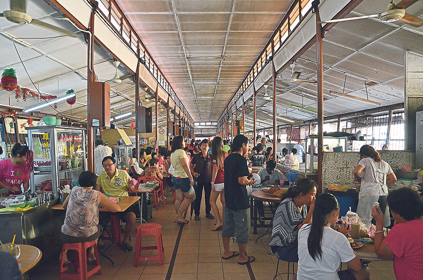 Pokok Assam Market's food court is a hive of activities in the morning; with more than a dozen food stalls selling great breakfast fare
