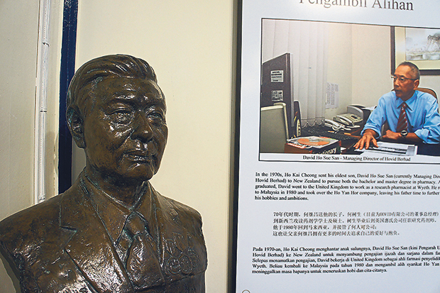 A bust of Ho Kai Cheong next to a display with a photo of his eldest son, David, who is now the Managing Director of the company