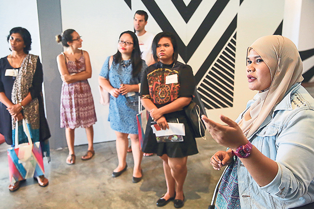 Galeri Chandan actively promotes the works of Malaysian artists to the world