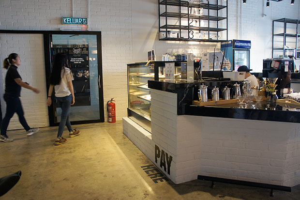 3B currently serves coffees, teas and cakes only.