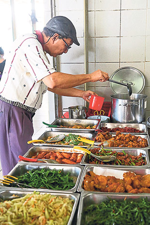 A bowl of free soup is a must at the Bangsar Vegetarian stall whether you are dining in or for takeaway.