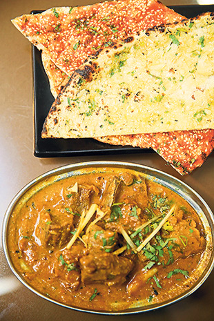 Pair the delicious garlic butter naan and masala kulcha with their aromatic chicken curry at Hyderabad Recipes.