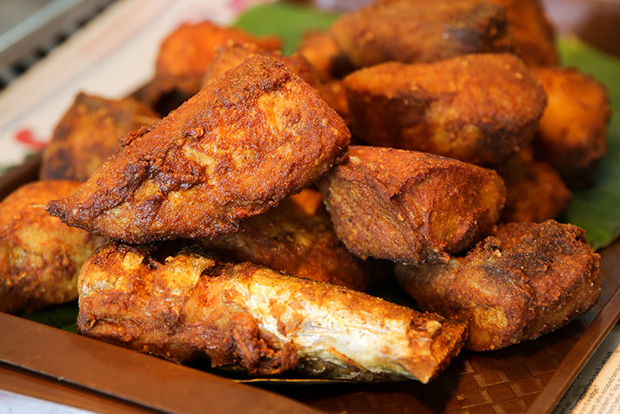 Their signature dish of fried tenggiri fish is a must-eat.