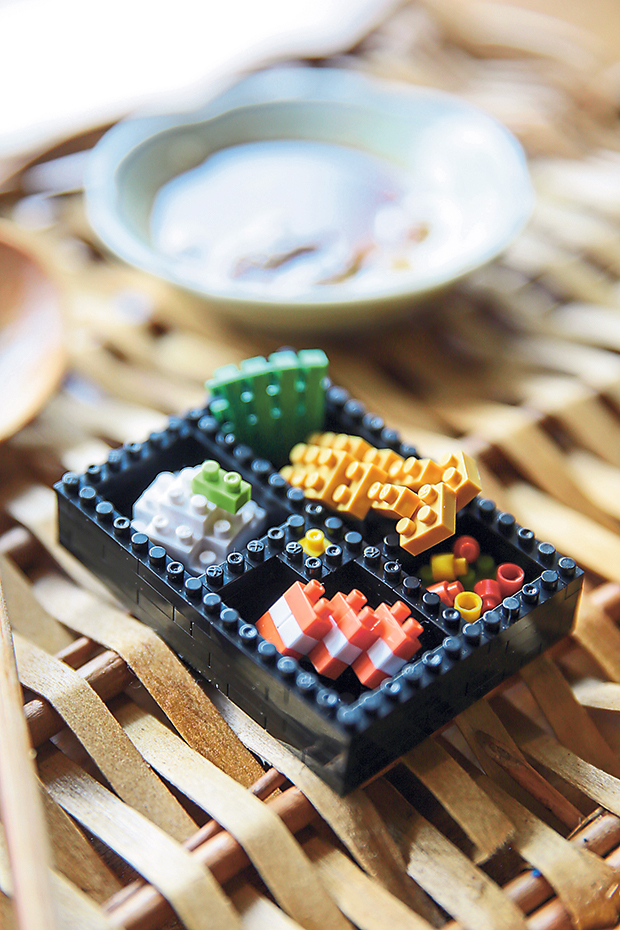 Guess each ingredient in this nanoblock bento.