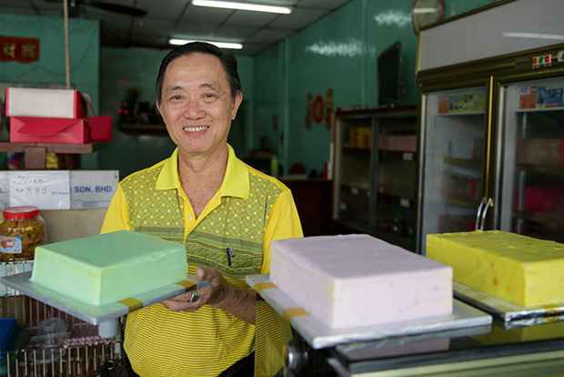 Cheng Yew Hoe with his trio of layer cakes that is flavoured with pandan, yam and corn