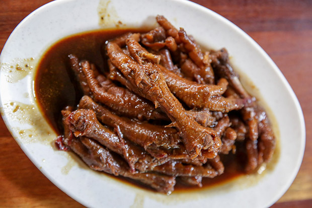 Braised chicken feet is cooked fresh on a daily basis.