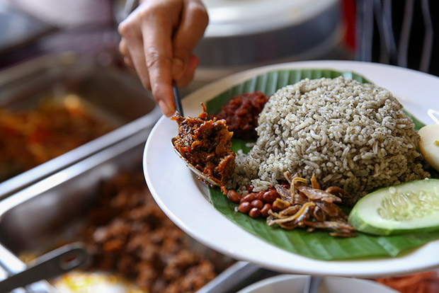On Sunday, you can opt to add on sambal kerang (cockles) or even rendang daging with your plate of nasi lemuni.
