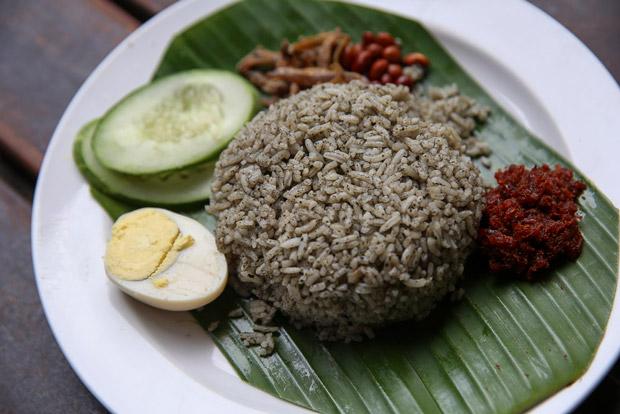 The nasi lemuni is served like nasi lemak with sambal, toasted peanuts, fried ikan bilis, hard boiled egg and cucumbers.