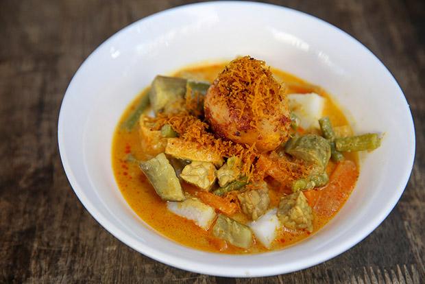 The comforting lontong Jawa is made with cholesterol-free sawit santan.
