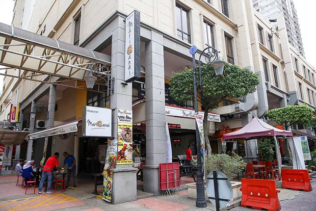 With a varied menu, Mari Canai at Plaza Damas draws many regulars who live around the area.