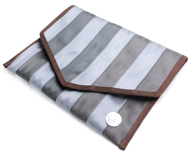 Use this seat belt bag as a clutch or a laptop case.