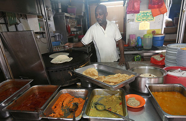 Next to the stall, you can find a stall selling roti that was started up by Saleem's uncle